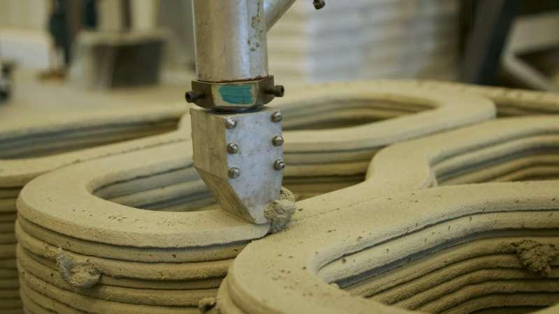 Der 3D-Druckkopf beim Auftragen von Beton auf ein Bauelement. 3D-Betondrucker der Technischen Universiteit Eindhoven.
