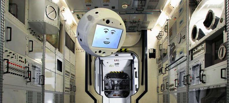Der künstlich intelligente Flugbegleiter CIMON wird Alexander Gerst auf der ISS zur Seite schweben.