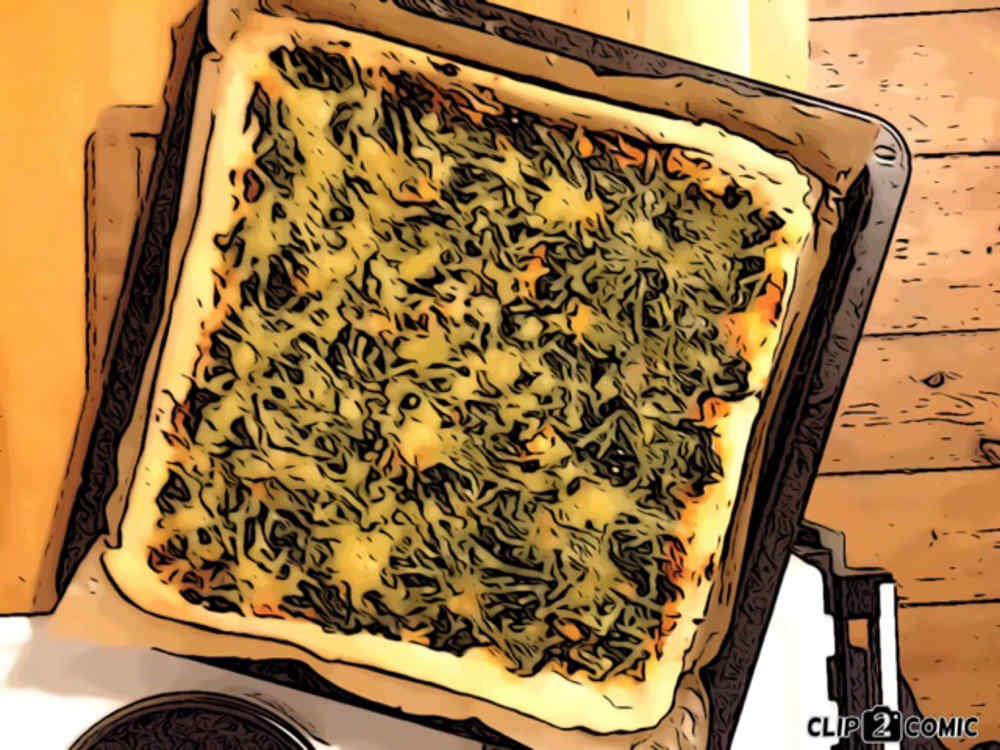 Vegane Pizza mit Spinat (Spinaci) und veganem Käseersatz. Mit Hefe, Knoblauch und Tomatenmark.