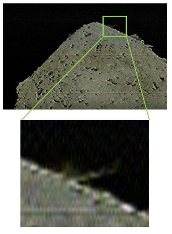 Aufgewirbeltes Material nach dem Beschuss der Raumsonde Hayabusa2 auf den Asteroiden Ryugu im April 2019, in der Hoffnung einen Krater zu erzeugen.