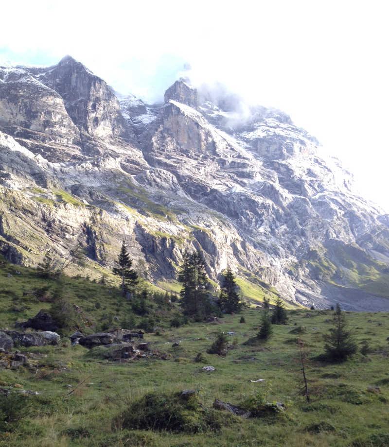 Ist das Biwaken erlaubt? Im Schutzgebiet - wie hier in diesem Jagdbanngebiet in den Schweizer Alpen - ist das Biwakieren nicht erlaubt.