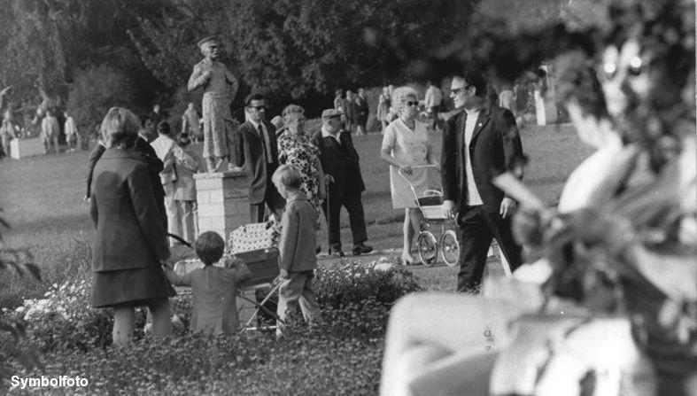 Besucher im Treptower Park