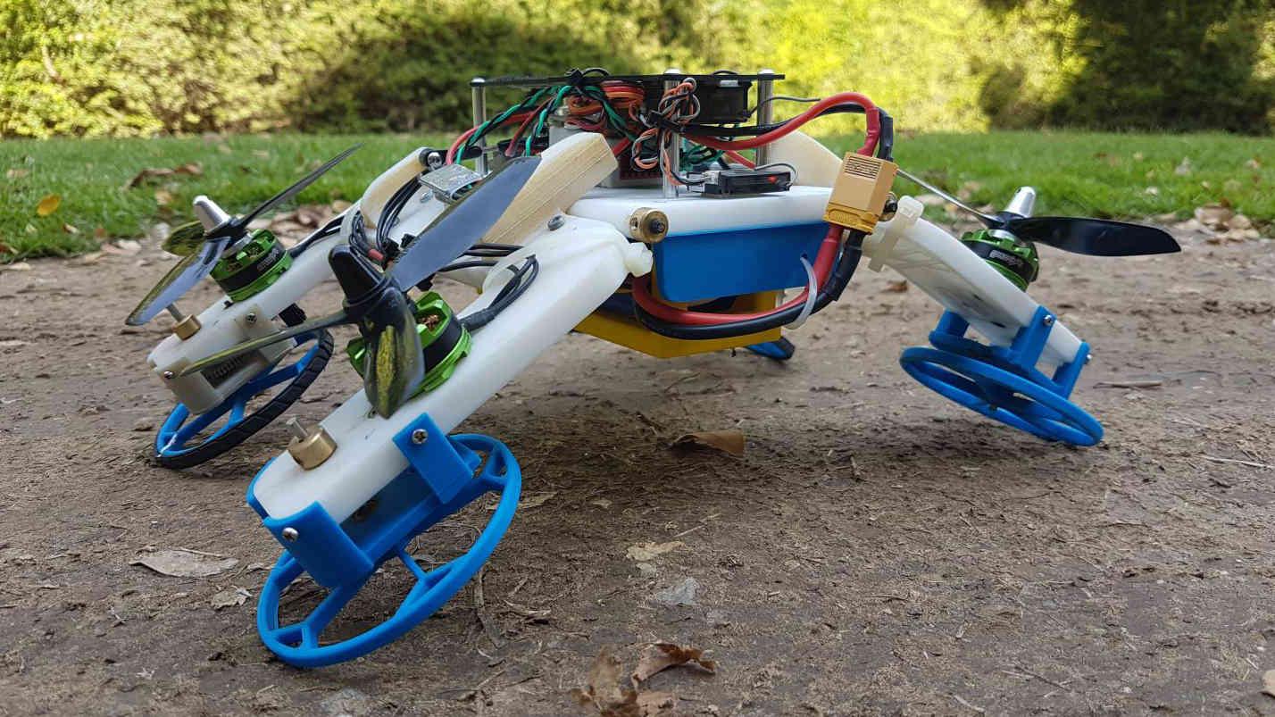 FSTAR ist ein Roboter-Drohne-Hybrid mit Rädern und Propellern.