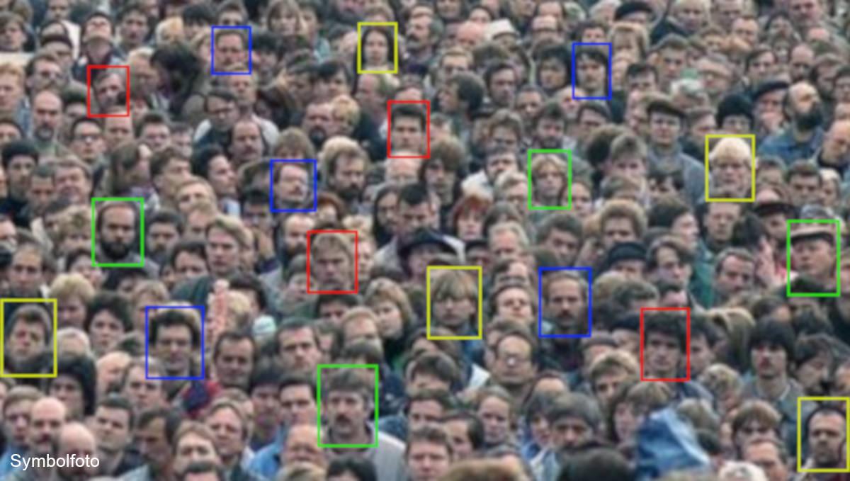 Gesichtserkennung in der Menschenmenge.