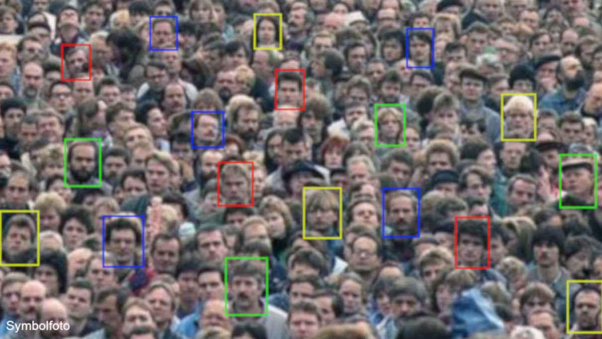 Gesichtserkennung in der Menschenmenge