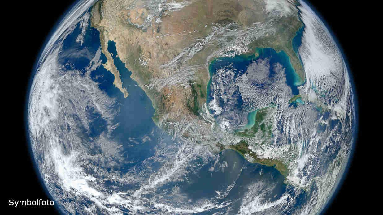 Die Erde vom Weltall aus betrachtet mit dem Golf von Mexiko auf der rechten Seite.