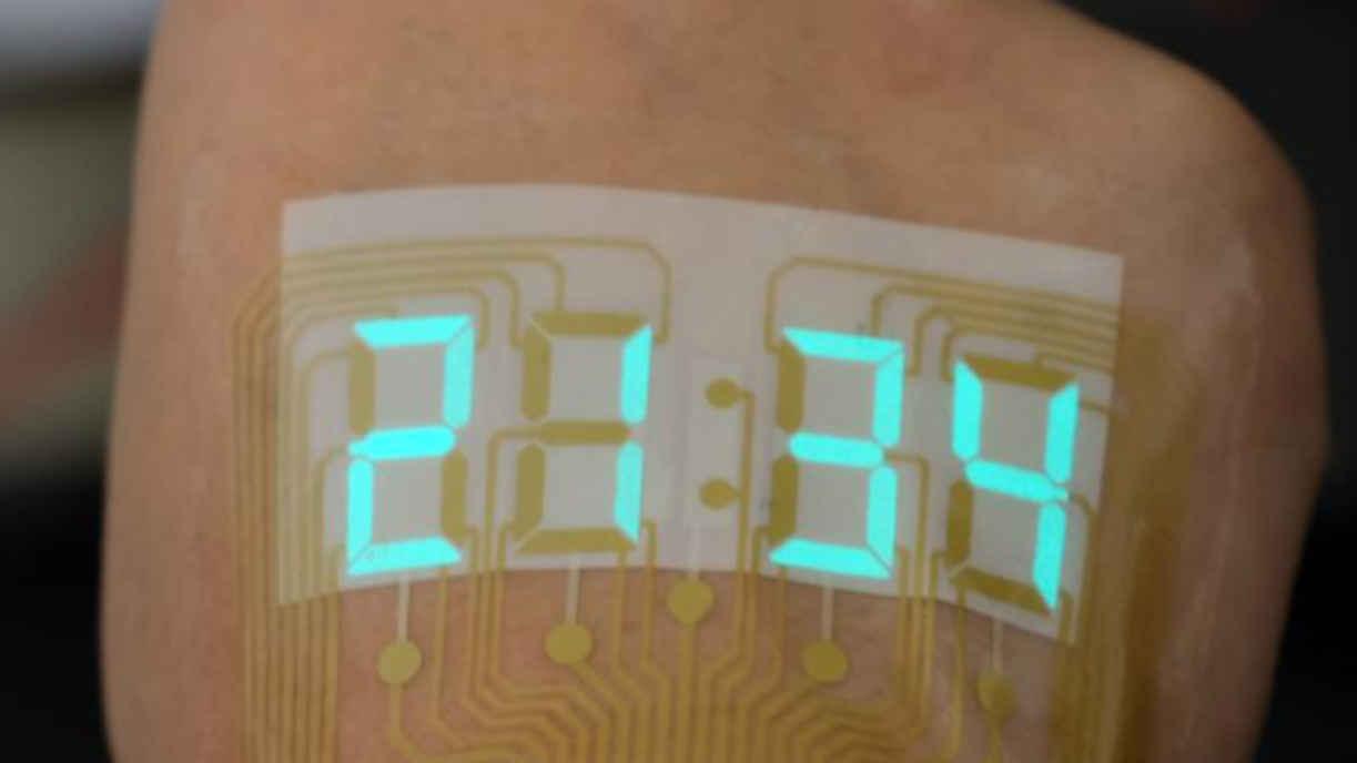 Digitale Stoppuhr auf die Haut des Handrückens kleben.
