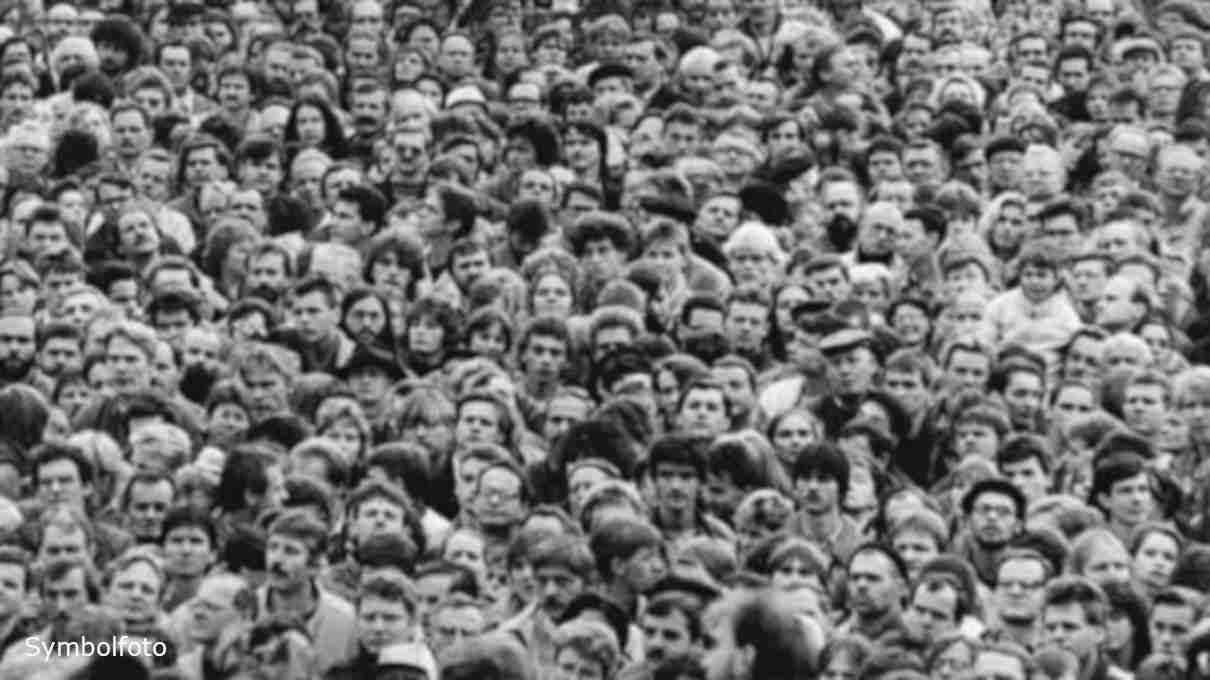 Eine große Masse an Menschen in Deutschland.