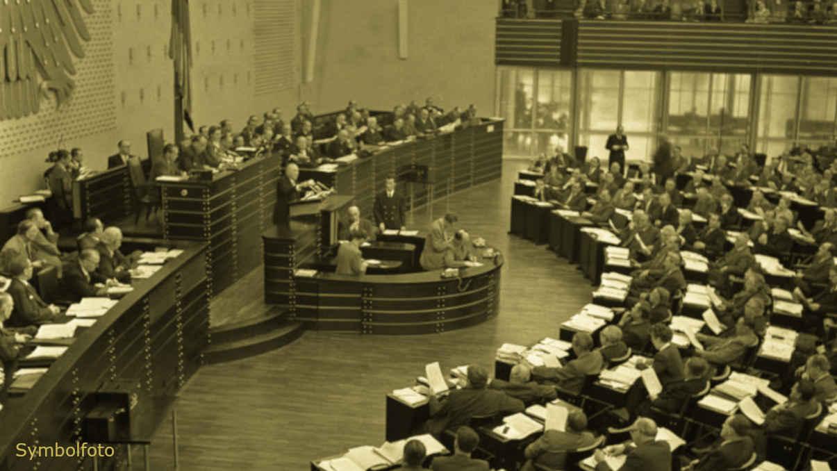 Der mit Abgeordneten gefüllte Plenarsaal im Bundestag.